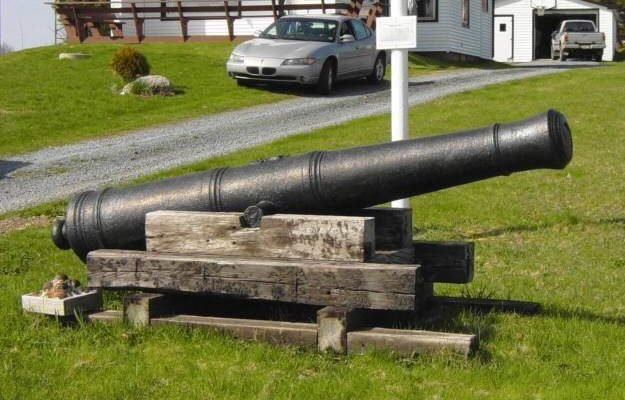 Five Houses cast iron cannon -3