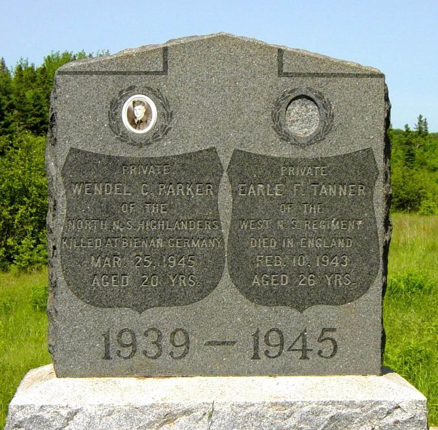 Nine Mile River, Nova Scotia: war memorial monument