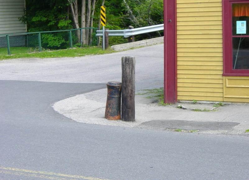 Nova Scotia, Bear River: cast iron cannon -3