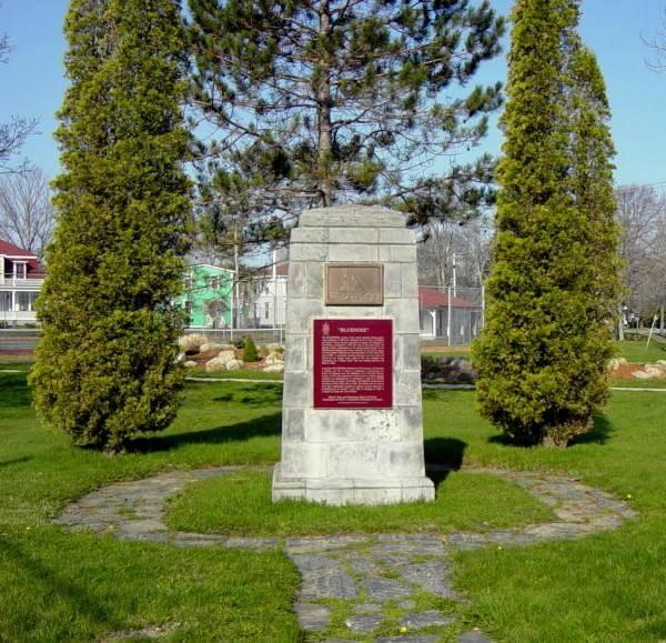 Lunenburg: Schooner Bluenose monument -4