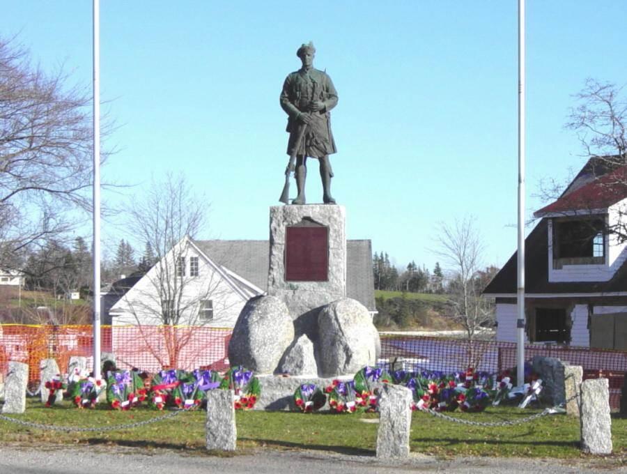 Chester: war memorial monument, 19 Nov 2005