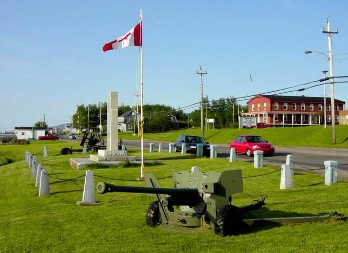 Cheticamp: war memorial, looking northward -6