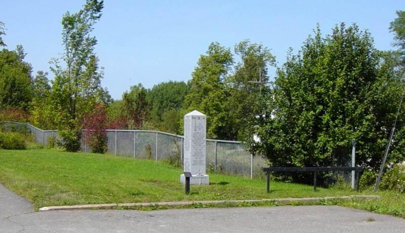 War memorial monument, Ellershouse: general view looking west