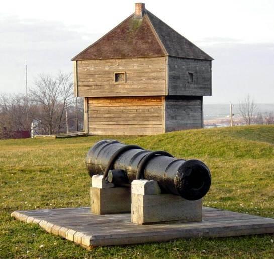 Fort Edward: East cannon, looking westward