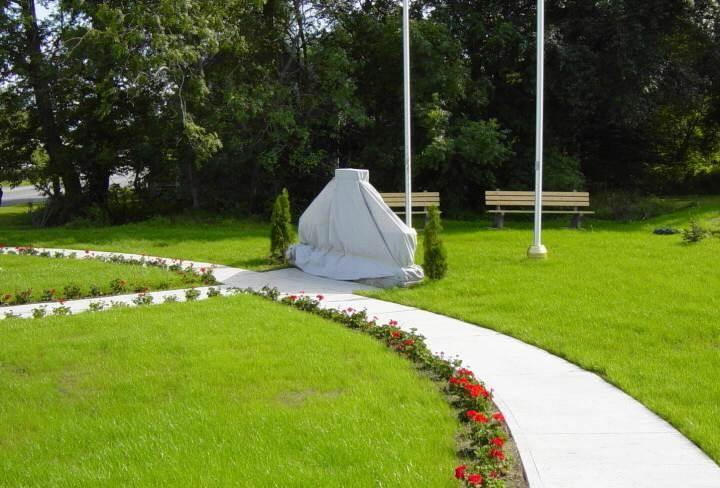 Yarmouth: Korean War memorial, looking south