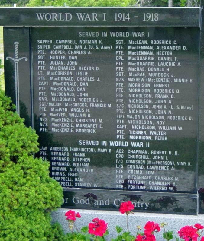 Middle River: war memorial monument -3