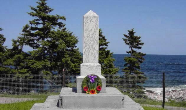 Neils Harbour: war memorial west face