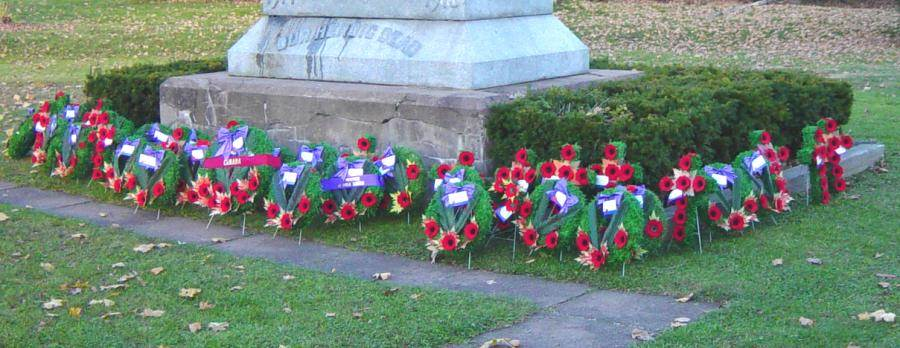 Oxford: war memorial monument, after Remembrance Day 2005