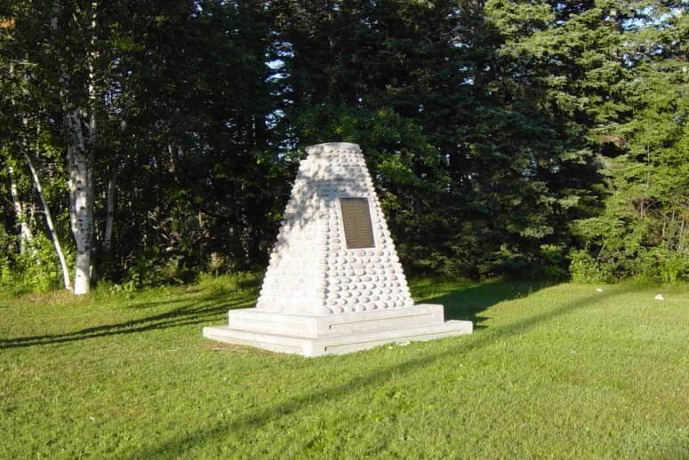 South Harbour: war memorial monument