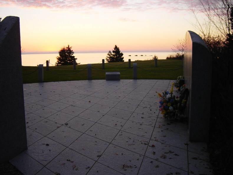 Swissair Flight 111 memorial, Bayswater: ten minutes before dawn